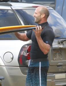 Jason+Statham+Jason+Statham+Surfs+Hawaii+aJDZ773rx2Ol